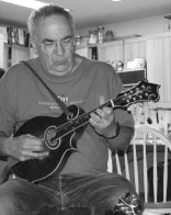 This is Dan Simberloff with his mandolin. Dan was my Ph.D. advisor and co-author of several papers (see Vázquez and Simberloff 2002, Am. Nat.; 2003, Ecol. Lett.; 2004, Ecol. Monogr.).