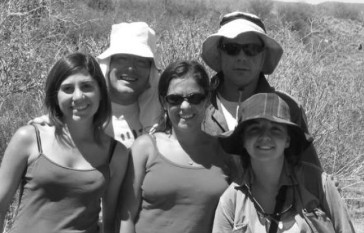 With Beni Padrón, Jimena Dorado, Nachu Chacoff and Erica Stevani, in one of our many visits to Villavicencio Nature Reserve to study the plant-pollinator network. See Vázquez et al. (2009) Ecology, Chacoff et al. (2012) J. An. Ecol.